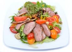 Hirtelen sült kacsamell saláta erdei gombával