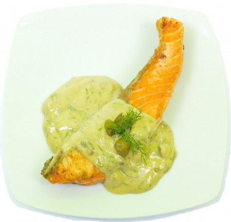 Kapribogyós , kapor- és mustárszószos grillezett lazac